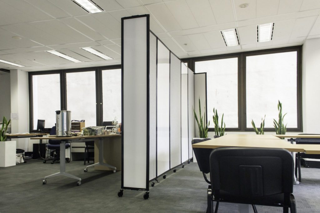 Office partitions and dividers portable partitions australia for Office dividers modern