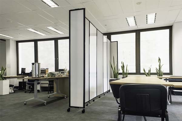 360 Acoustic Room Divider in Polycarbonate in an Office - Portable Partitions