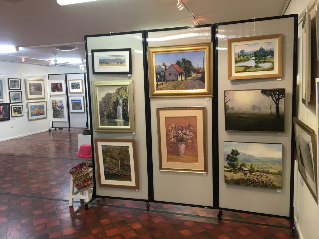 Exhibition Display Panels : An alternative picture hanging system for galleries